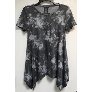 Chelsea and Theodore Grey White Short Sleeve Top